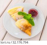 Купить «A Sweet pancakes with a raspberry jam», фото № 32176794, снято 9 июля 2019 г. (c) Володина Ольга / Фотобанк Лори