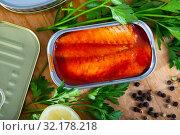 Купить «Open can with mackerel fillet in tomato sauce», фото № 32178218, снято 20 сентября 2019 г. (c) Яков Филимонов / Фотобанк Лори
