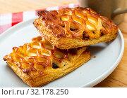 Купить «Tasty bakery puff cakes with goat cheese at plate, nobody», фото № 32178250, снято 18 мая 2019 г. (c) Яков Филимонов / Фотобанк Лори