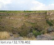 Каньон, ущелье реки Касах, Армения (2019 год). Редакционное фото, фотограф Татьяна Пухова / Фотобанк Лори