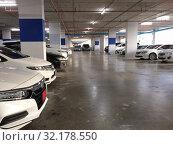 Купить «A multi level parking lot with cars», фото № 32178550, снято 8 сентября 2019 г. (c) Александр Подшивалов / Фотобанк Лори