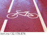 Купить «Bike lane with road symbol», фото № 32178874, снято 7 августа 2018 г. (c) FotograFF / Фотобанк Лори