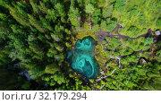 Купить «Geyser lake with thermal springs», видеоролик № 32179294, снято 15 сентября 2019 г. (c) Jan Jack Russo Media / Фотобанк Лори