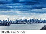 Купить «Skyline of New York and George Washington bridge», фото № 32179726, снято 17 апреля 2018 г. (c) Сергей Новиков / Фотобанк Лори