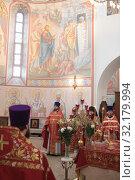 Купить «Праздничная литургия в Усово. VIII Елисаветинский Крестный ход», эксклюзивное фото № 32179994, снято 15 сентября 2019 г. (c) Дмитрий Неумоин / Фотобанк Лори