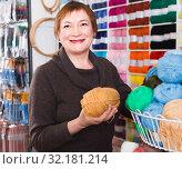 Купить «Mature woman is choosing yarn for knitting at special price», фото № 32181214, снято 10 мая 2017 г. (c) Яков Филимонов / Фотобанк Лори