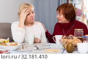 Купить «Senior woman calming chagrined female friend», фото № 32181410, снято 22 ноября 2017 г. (c) Яков Филимонов / Фотобанк Лори