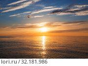 Яркий красочный закат над морем. Стоковое фото, фотограф Наталья Волкова / Фотобанк Лори