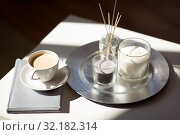 Купить «coffee, candles and aroma reed diffuser on table», фото № 32182314, снято 11 апреля 2019 г. (c) Syda Productions / Фотобанк Лори