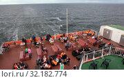 Купить «Пассажиры отдыхают на корме круизного парома. Бар с удобными диванами. Круизный лайнер Viking Line в Балтийском море», видеоролик № 32182774, снято 17 июня 2019 г. (c) Кекяляйнен Андрей / Фотобанк Лори