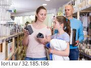 Купить «Family choosing bathroom accessories», фото № 32185186, снято 6 апреля 2018 г. (c) Яков Филимонов / Фотобанк Лори