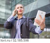 Professional woman with tablet and talking phone. Стоковое фото, фотограф Яков Филимонов / Фотобанк Лори
