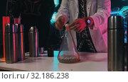 Купить «Scientist inflates a balloon using a chemical reaction», видеоролик № 32186238, снято 20 февраля 2020 г. (c) Константин Шишкин / Фотобанк Лори
