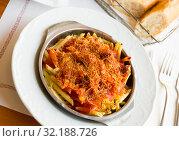 Купить «Macaroni baked with sausage, tomato sauce», фото № 32188726, снято 20 сентября 2019 г. (c) Яков Филимонов / Фотобанк Лори
