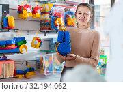 Купить «woman buyer with children's plastic toys», фото № 32194062, снято 19 декабря 2017 г. (c) Яков Филимонов / Фотобанк Лори
