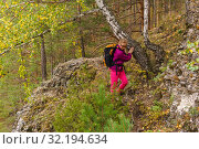 Купить «Female hiker trekking in the autumn forest», фото № 32194634, снято 15 сентября 2019 г. (c) Евгений Харитонов / Фотобанк Лори