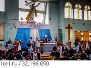 Sunday mass in a catholic church in Ouagadougou, Burkina faso. Стоковое фото, фотограф Philippe Lissac / Godong / age Fotostock / Фотобанк Лори