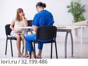 Купить «Pregnant woman visiting male doctor gynecologist», фото № 32199486, снято 13 июня 2019 г. (c) Elnur / Фотобанк Лори