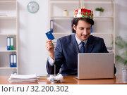 Купить «Young king businessman working in the office», фото № 32200302, снято 31 января 2019 г. (c) Elnur / Фотобанк Лори