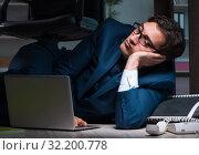 Купить «Businessman working overtime long hours late in office», фото № 32200778, снято 9 октября 2017 г. (c) Elnur / Фотобанк Лори