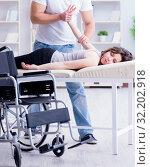 Купить «Patient undergoing rehabilitation recovery programme with doctor», фото № 32202918, снято 18 апреля 2017 г. (c) Elnur / Фотобанк Лори