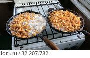 Купить «Fried chanterelles cooking on the old pan», видеоролик № 32207782, снято 21 сентября 2019 г. (c) FotograFF / Фотобанк Лори