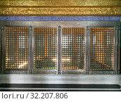 Купить «Захоронение Укейма ханум в  шиитской мечетии Биби-Эйбат. Баку, Азербайджан», фото № 32207806, снято 11 сентября 2019 г. (c) Овчинникова Ирина / Фотобанк Лори