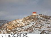 Small House On The Top Of Mountain Under Snow, Serra da Estrela, Portugal (2019 год). Стоковое фото, фотограф Кирилл Трифонов / Фотобанк Лори