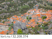 Aerial view of small rural village with red roofs located in mountains. Top View of Monsanto village in central Portugal (2019 год). Стоковое фото, фотограф Кирилл Трифонов / Фотобанк Лори