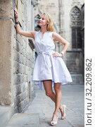 cheerful woman near the brick wall. Стоковое фото, фотограф Яков Филимонов / Фотобанк Лори