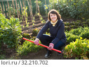 Young woman caring for beds with cabbage. Стоковое фото, фотограф Яков Филимонов / Фотобанк Лори
