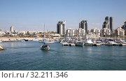 Купить «Яхта плывет к причалу яхт клуба в Ашдоде на фоне городского пейзажа. Израиль», видеоролик № 32211346, снято 23 сентября 2019 г. (c) Наталья Волкова / Фотобанк Лори