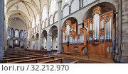 Купить «St. Kunibert, Romanische Kirche, Langhaus und Kuhn-Orgel, Koeln, Rheinland, Nordrhein-Westfalen, Deutschland, Europa», фото № 32212970, снято 26 февраля 2020 г. (c) age Fotostock / Фотобанк Лори