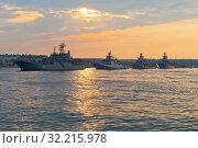 Купить «Строй военных кораблей в Севастопольской бухте ранним летним утром, Крым», фото № 32215978, снято 24 июля 2019 г. (c) Николай Мухорин / Фотобанк Лори