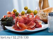 Купить «Rolled up dry-cured ham slices with olives», фото № 32219130, снято 30 марта 2020 г. (c) Яков Филимонов / Фотобанк Лори