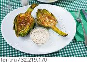Купить «Appetizing artichokes grilled with coarse salt», фото № 32219170, снято 9 июля 2020 г. (c) Яков Филимонов / Фотобанк Лори