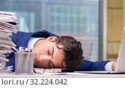 Купить «Workaholic businessman overworked with too much work in office», фото № 32224042, снято 11 октября 2016 г. (c) Elnur / Фотобанк Лори