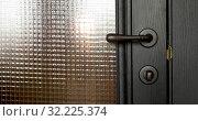 Купить «Anonymous person pushing door handle», видеоролик № 32225374, снято 20 сентября 2019 г. (c) Ekaterina Demidova / Фотобанк Лори