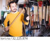 Купить «Guy checks the quality of the hoe», фото № 32225874, снято 2 марта 2017 г. (c) Яков Филимонов / Фотобанк Лори