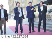 Javier Bardem, Carlos Bardem, Alvaro Fernandez Longoria attended 'Sanctuary' Premiere' Premiere during 67th San Sebastian Film Festival at Victoria Eugenia... (2019 год). Редакционное фото, фотограф LIMITED PICTURES / age Fotostock / Фотобанк Лори
