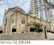 Купить «Мечеть Имама Хусейна в Баку, Азербайджан», фото № 32228694, снято 10 сентября 2019 г. (c) Овчинникова Ирина / Фотобанк Лори