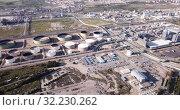 Купить «View of chemical factory complex near Salou, Spain», видеоролик № 32230262, снято 24 апреля 2019 г. (c) Яков Филимонов / Фотобанк Лори