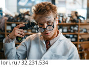 Купить «Strange scientist holds screwdriver at his temple», фото № 32231534, снято 17 июня 2019 г. (c) Tryapitsyn Sergiy / Фотобанк Лори