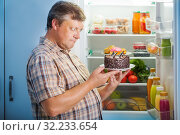 mature men at fridge with food. Стоковое фото, фотограф Майя Крученкова / Фотобанк Лори