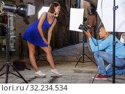 Купить «woman posing for professional photographer», фото № 32234534, снято 5 октября 2018 г. (c) Яков Филимонов / Фотобанк Лори