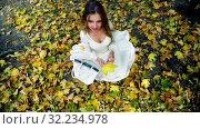 Купить «Autumn girl in fashion and lyrics style pick up leaves», видеоролик № 32234978, снято 23 сентября 2019 г. (c) Gennadiy Poznyakov / Фотобанк Лори