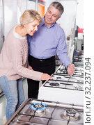 Купить «Husband and wife in store of household appliances», фото № 32237094, снято 4 июля 2020 г. (c) Яков Филимонов / Фотобанк Лори
