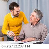 Купить «Man and sales manager discuss contract», фото № 32237114, снято 21 ноября 2019 г. (c) Яков Филимонов / Фотобанк Лори