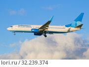 """Boeing 737-800 (VQ-BTD) авиакомпании """"Победа"""" на фоне облаков крупным планом (2018 год). Редакционное фото, фотограф Виктор Карасев / Фотобанк Лори"""