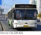 Купить «Автобус на рейсе. Щелковское шоссе. Город Москва», эксклюзивное фото № 32239422, снято 18 сентября 2014 г. (c) lana1501 / Фотобанк Лори